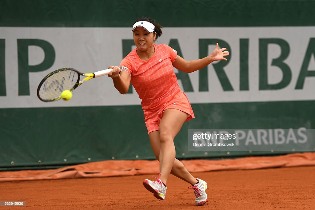 <a gi-track='captionPersonalityLinkClicked' href=/galleries/search?phrase=Kurumi+Nara&family=editorial&specificpeople=4385662 ng-click='$event.stopPropagation()'>Kurumi Nara</a> of Japan hits a forehand during the Ladies Singles first round match against Denisa Allertova of Czech Republic on day three of the 2016 French Open at Roland Garros on May 24, 2016 in Paris, France.
