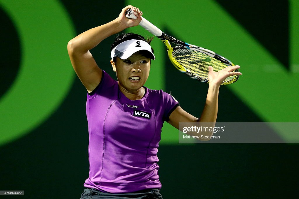 <a gi-track='captionPersonalityLinkClicked' href=/galleries/search?phrase=Kurumi+Nara&family=editorial&specificpeople=4385662 ng-click='$event.stopPropagation()'>Kurumi Nara</a> of Japan plays Maria Sharapova of Russia during the Sony Open at the Crandon Park Tennis Center on March 20, 2014 in Key Biscayne, Florida.