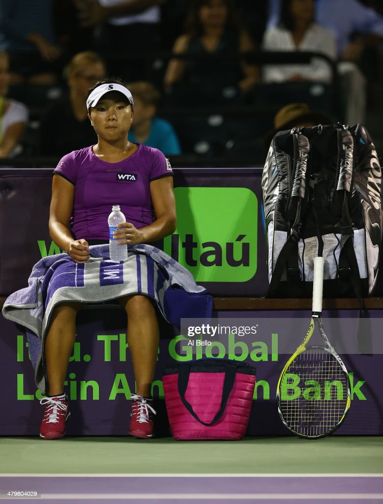 <a gi-track='captionPersonalityLinkClicked' href=/galleries/search?phrase=Kurumi+Nara&family=editorial&specificpeople=4385662 ng-click='$event.stopPropagation()'>Kurumi Nara</a> of Japan sits between points against Maria Sharapova of Russia during their match on day 4 of the Sony Open at Crandon Park Tennis Center on March 20, 2014 in Key Biscayne, Florida.