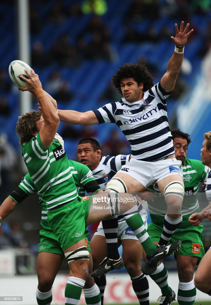Kutis Haiu of Auckland (R) jumps in the lineout against Paul Rodgers (L) during the Air New Zealand Cup/Ranfurly Shield rugby match between Auckland and Manawatu at Eden Park on August 23, 2008 in Auckland New Zealand.