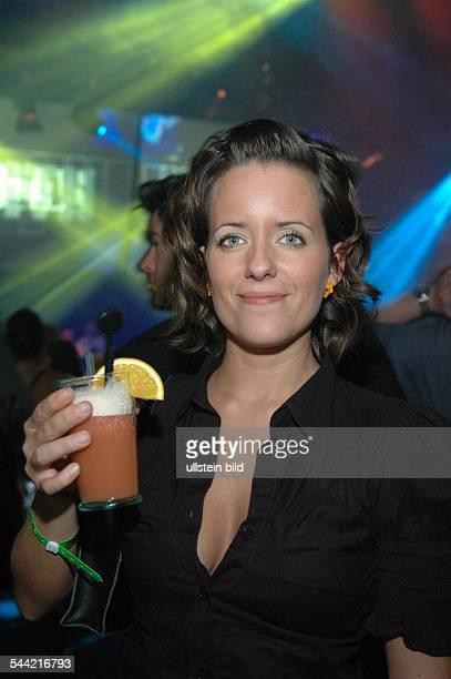 Kuttner Sarah Journalistin DModeratorin bei 'Viva'mit Cocktail bei der Aftershow Party der COMET Verleihung 2004 in Köln 240904