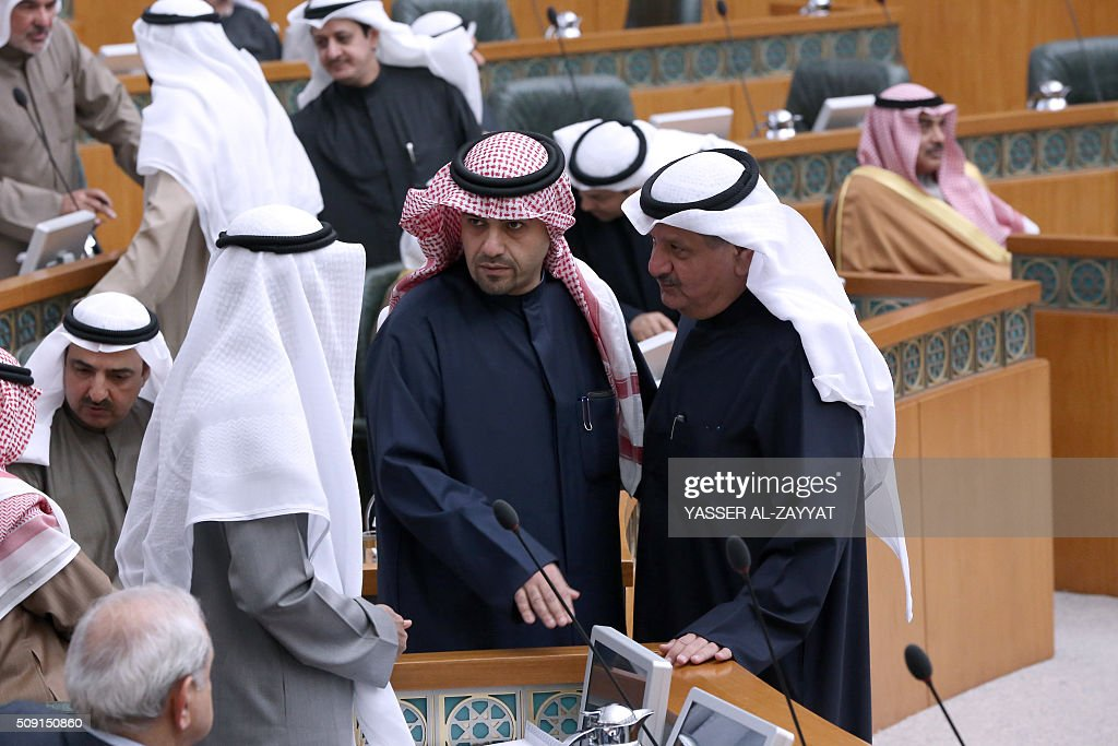 Kuwaiti Oil and Finance minister Anas al-Saleh (C) and Minister of Communications Essa al-Kandari (R) take part in a parliament session on February 9, 2016 at the national assembly in Kuwait City. / AFP / YASSER AL-ZAYYAT