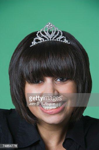 Kuwaiti woman wearing tiara : Stock Photo