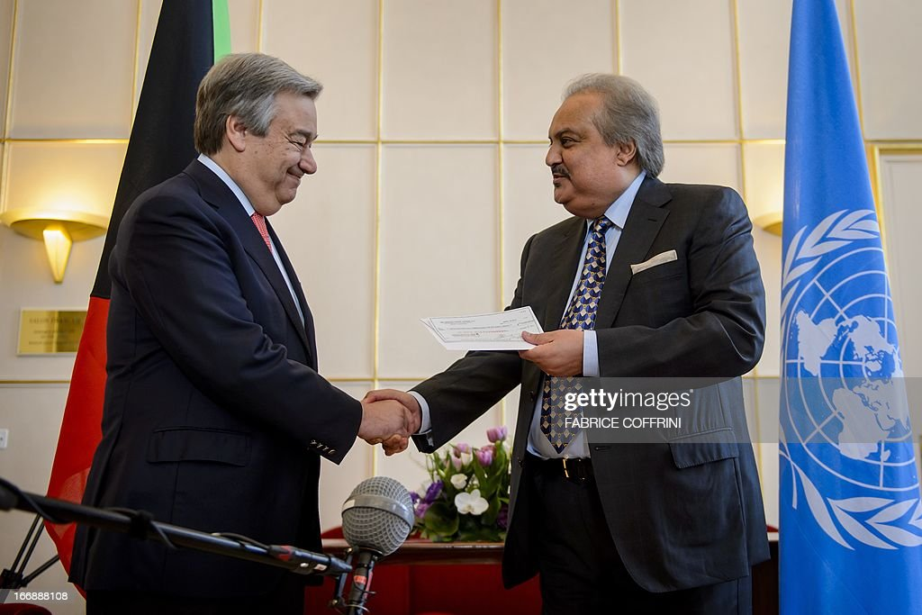 Kuwait's Permanent Representative at the International Organization for Migration (IOMP) Dharar Abdul-Razzak Razzooqi (R) shakes hands with High Commissioner for Refugees (UNHCR) Antonio Guterres as he gives the UNHCR a donation of $110 million as a mark of Kuwait's support for the humanitarian response in Syria on April 18, 2013 at the United Nations office at Geneva.