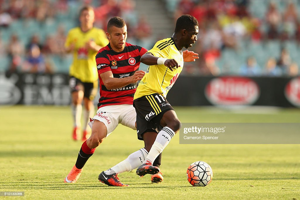Kwabena Appiah-Kubi of the Phoenix controls the ball during the round 19 A-League match between the Western Sydney Wanderers and the Wellington Phoenix at Pirtek Stadium on February 14, 2016 in Sydney, Australia.