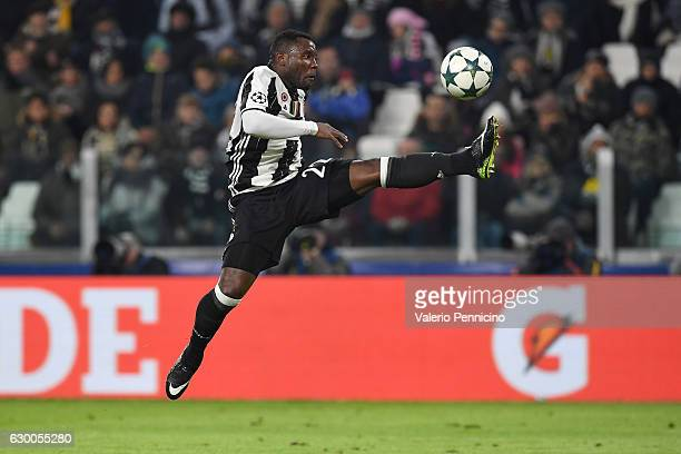 Kwadwo Asamoah of Juventus controls the ball during the UEFA Champions League Group H match between Juventus and GNK Dinamo Zagreb at Juventus...