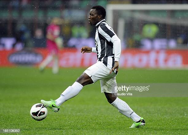 Kwadwo Asamoah of Juventus FC controls the ball during the Serie A match between FC Internazionale Milano and Juventus FC at San Siro Stadium on...