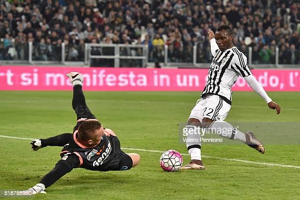 Kwadwo Asamoah of Juventus FC is challenged by Lukasz Skorupski of Empoli FC during the Serie A match between Juventus FC and Empoli FC at Juventus...