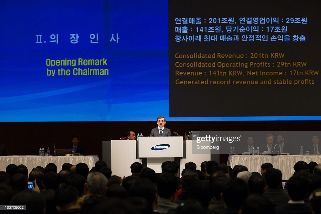 Kwon Oh Hyun, vice chairman and chief executive officer of Samsung Electronics Co., center, speaks during the company's annual general meeting at its Seocho office building in Seoul, South Korea, on Friday, March 15, 2013. Samsung Electronics's President of visual display Yoon Boo Keun and President of mobile communications J.K. Shin were appointed as co-chief executive officers following the meeting today, joining Kwon, who will also retain his position as co-CEO. Photographer: SeongJoon Cho/Bloomberg via Getty Images