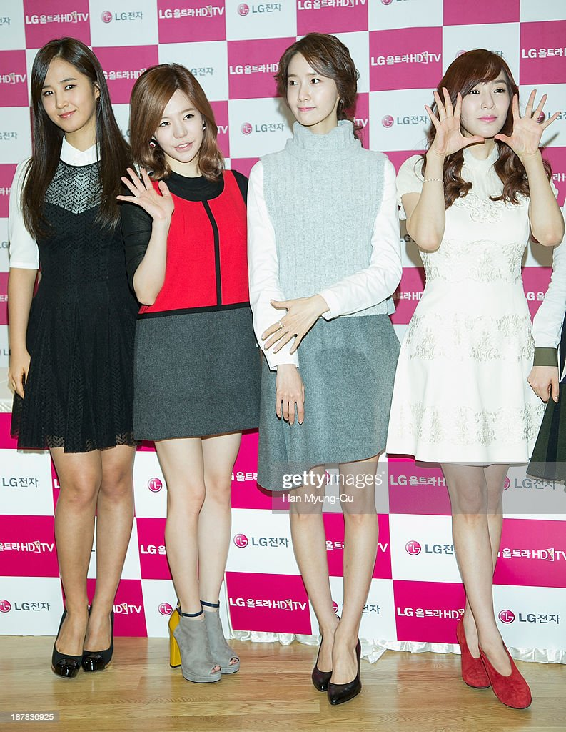 Kwon Yuri Sunny Yoona and Tiffany of South Korean girl group Girls' Generation attend Girls' Generation autograph session for LG at LG Gangnam Store...