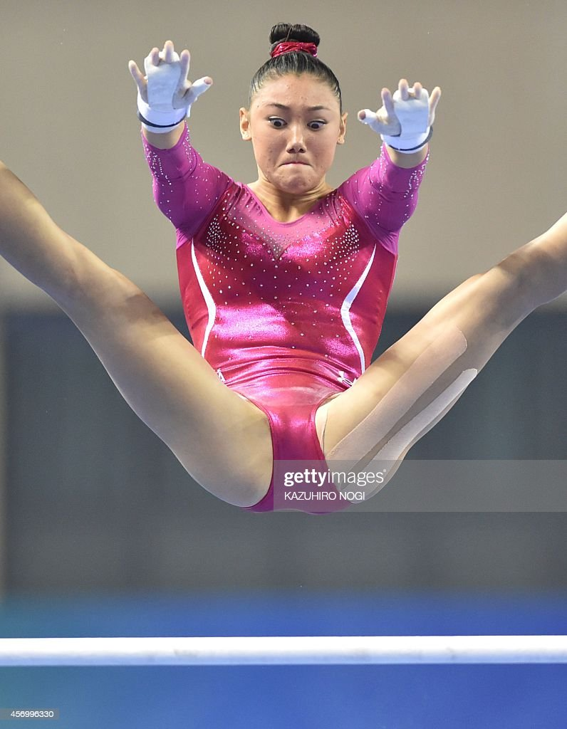 uneven bars oops kyla ross of the us performs on the uneven bars