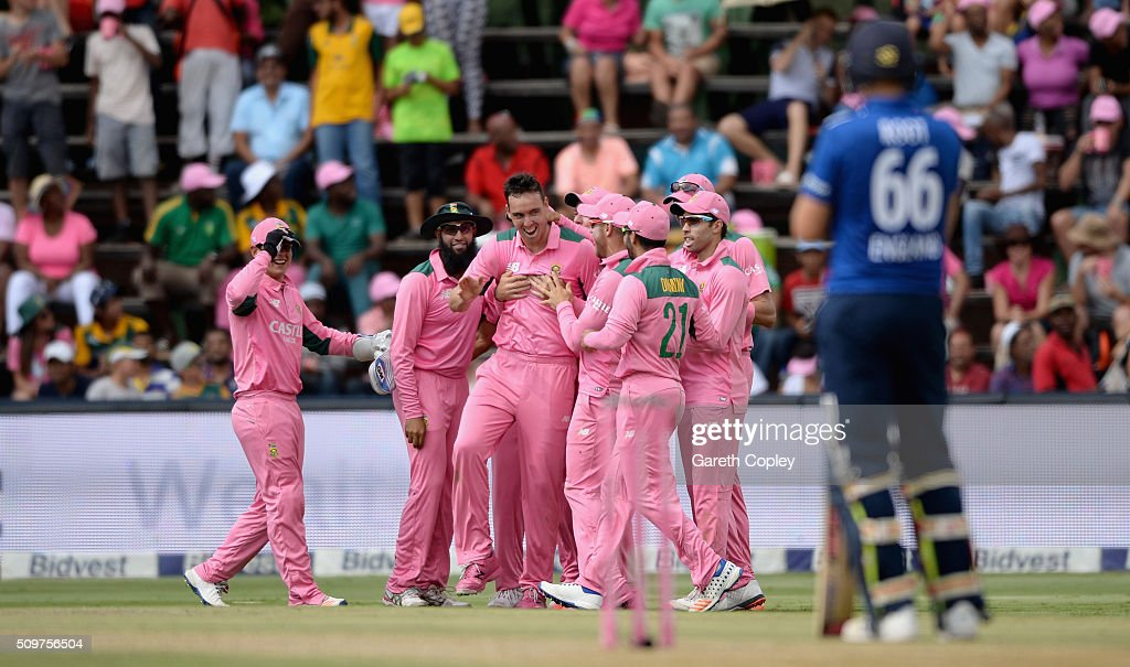 <a gi-track='captionPersonalityLinkClicked' href=/galleries/search?phrase=Kyle+Abbott&family=editorial&specificpeople=8022104 ng-click='$event.stopPropagation()'>Kyle Abbott</a> of South Africa celebrates with teammates after dismissing Jos Buttler of England during the 4th Momentum ODI between South Africa and England at Bidvest Wanderers Stadium on February 12, 2016 in Johannesburg, South Africa.