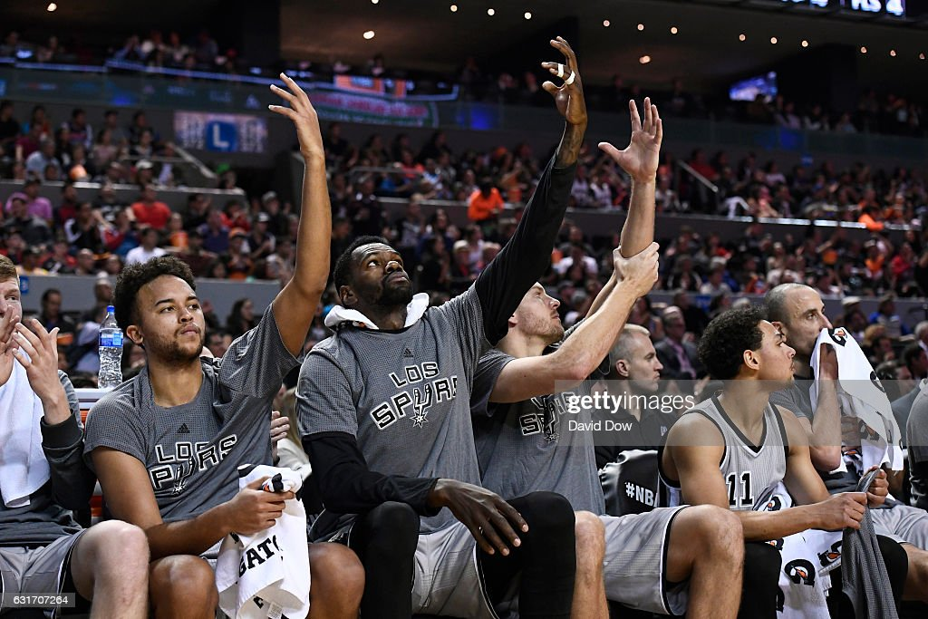 Kyle Anderson #1, Dewayne Dedmon #3 and David Lee #10 of the San Antonio Spurs celebrate the Kawhi Leonard dunk during the game against the Phoenix Suns as part of NBA Global Games at Arena Ciudad de Mexico on January 14, 2017 in Mexico City, Mexico.