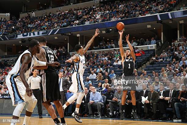 Kyle Anderson of the San Antonio Spurs shoots the ball against the Memphis Grizzlies on March 28 2016 at FedExForum in Memphis Tennessee NOTE TO USER...