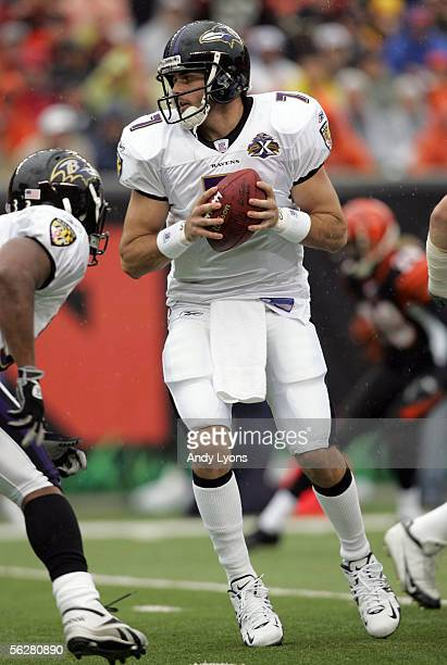 Kyle Boller of the Baltimore Ravens looks to hand off the ball against the Cincinnati Bengals on November 27 2005 at Paul Brown Stadium in Cincinnati...