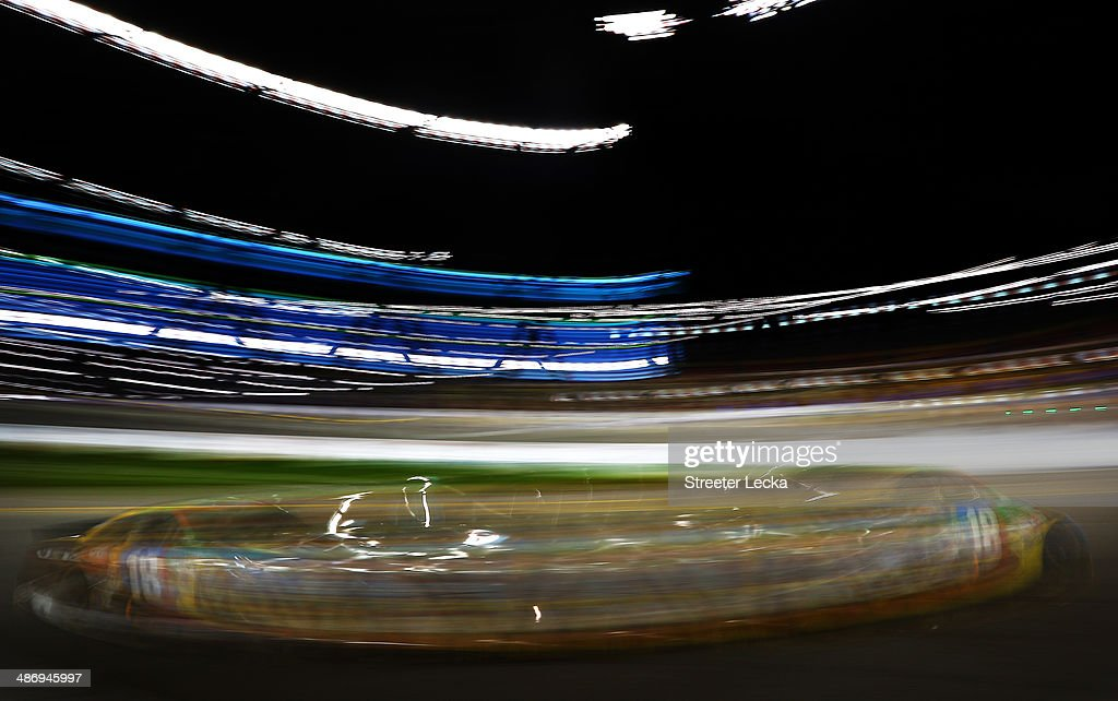 <a gi-track='captionPersonalityLinkClicked' href=/galleries/search?phrase=Kyle+Busch&family=editorial&specificpeople=211123 ng-click='$event.stopPropagation()'>Kyle Busch</a>, driver of the #18 M&M's Toyota, races during the NASCAR Sprint Cup Series Toyota Owners 400 at Richmond International Raceway on April 26, 2014 in Richmond, Virginia.