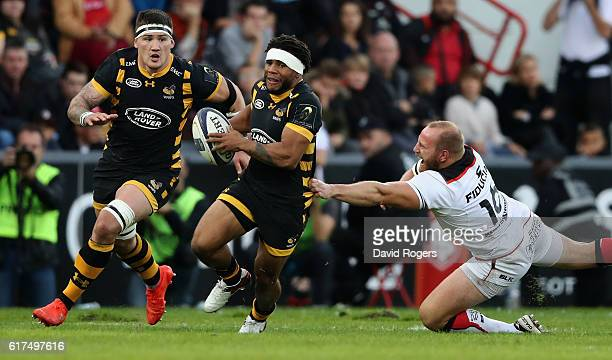 Kyle Eastmond of Wasps moves away from Leonardo Ghiraldini during the European Champions Cup match between Toulouse and Wasps at Stade Ernest Wallon...