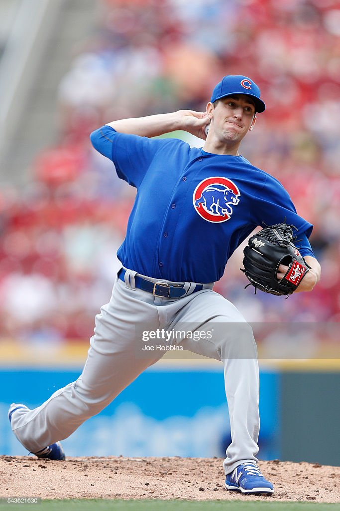 <a gi-track='captionPersonalityLinkClicked' href=/galleries/search?phrase=Kyle+Hendricks&family=editorial&specificpeople=9130544 ng-click='$event.stopPropagation()'>Kyle Hendricks</a> #28 of the Chicago Cubs pitches against the Cincinnati Reds in the second inning at Great American Ball Park on June 29, 2016 in Cincinnati, Ohio.