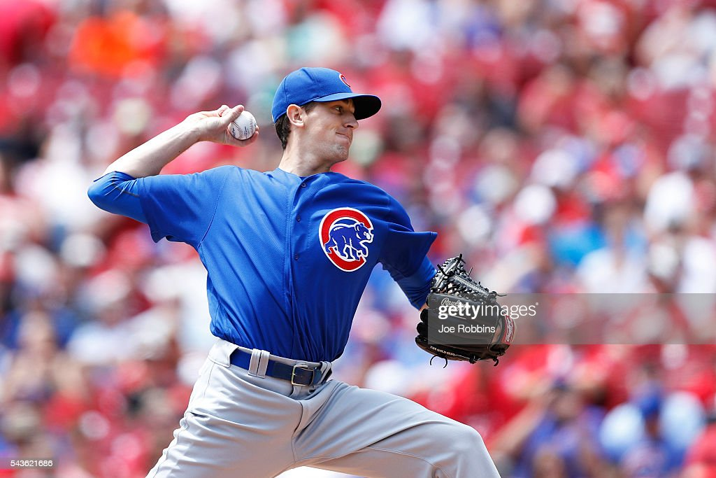 <a gi-track='captionPersonalityLinkClicked' href=/galleries/search?phrase=Kyle+Hendricks&family=editorial&specificpeople=9130544 ng-click='$event.stopPropagation()'>Kyle Hendricks</a> #28 of the Chicago Cubs pitches against the Cincinnati Reds in the first inning at Great American Ball Park on June 29, 2016 in Cincinnati, Ohio.