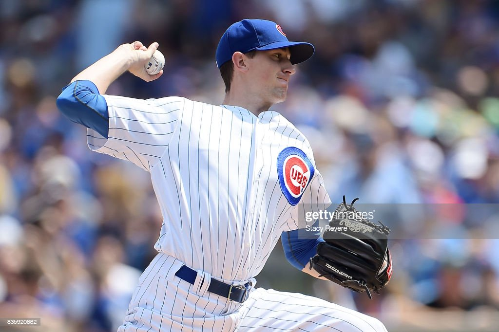 Kyle Hendricks #28 of the Chicago Cubs throws a pitch during the first inning of a game against the Toronto Blue Jays at Wrigley Field on August 20, 2017 in Chicago, Illinois.