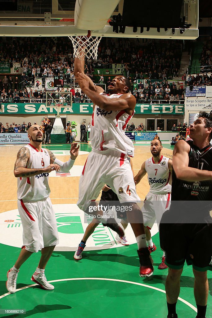 Kyle Hines, #4 of Olympiacos Piraeus in action during the 2012-2013 Turkish Airlines Euroleague Top 16 Date 11 between Montepaschi Siena v Olympiacos Piraeus at Palaestra on March 14, 2013 in Siena, Italy.