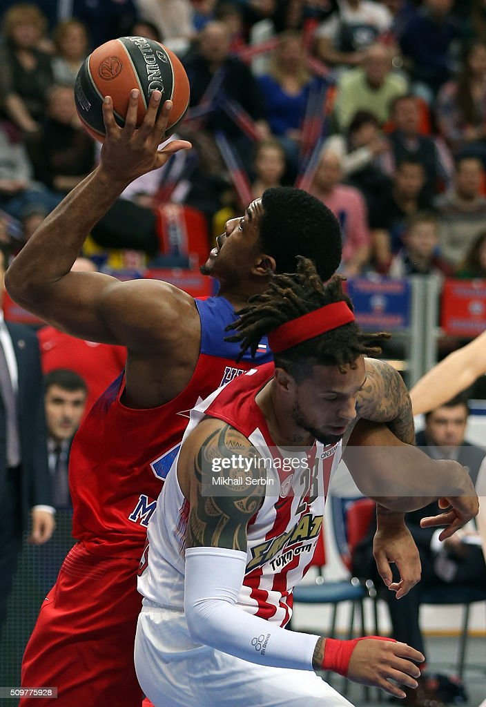 Kyle Hines, #42 of CSKA Moscow competes with Daniel Hackett, #23 of Olympiacos Piraeus in action during the Turkish Airlines Euroleague Basketball Top 16 Round 7 game between CSKA Moscow v Olympiacos Piraeus at Megasport Arena on February 12, 2016 in Moscow, Russia.