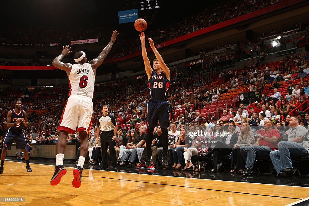 <a gi-track='captionPersonalityLinkClicked' href=/galleries/search?phrase=Kyle+Korver&family=editorial&specificpeople=202504 ng-click='$event.stopPropagation()'>Kyle Korver</a> #26 of the Atlanta Hawks against <a gi-track='captionPersonalityLinkClicked' href=/galleries/search?phrase=LeBron+James&family=editorial&specificpeople=201474 ng-click='$event.stopPropagation()'>LeBron James</a> #6 of the Miami Heat during a game on October 7, 2013 at American Airlines Arena in Miami, Florida.