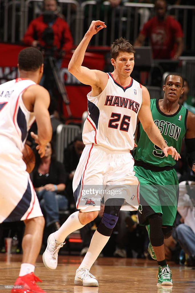 Kyle Korver #26 of the Atlanta Hawks battles through a pick against Rajon Rondo #9 of the Boston Celtics at the Philips Arena on January 25, 2013 in Atlanta, Georgia.