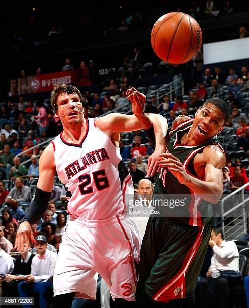 Kyle Korver of the Atlanta Hawks defends as Giannis Antetokounmpo of the Milwaukee Bucks is unable to catch an overthrown pass at Philips Arena on...