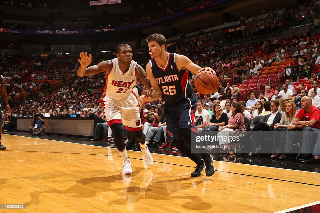 <a gi-track='captionPersonalityLinkClicked' href=/galleries/search?phrase=Kyle+Korver&family=editorial&specificpeople=202504 ng-click='$event.stopPropagation()'>Kyle Korver</a> #26 of the Atlanta Hawks dribbles baseline against the Miami Heat during a game on October 7, 2013 at American Airlines Arena in Miami, Florida.