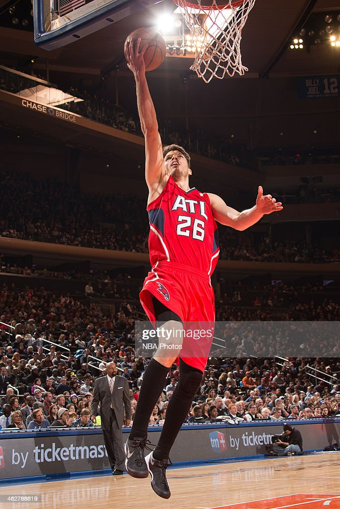 Kyle Korver #26 of the Atlanta Hawks drives to the basket against the New York Knicks during a game at Madison Square Garden in New York City.