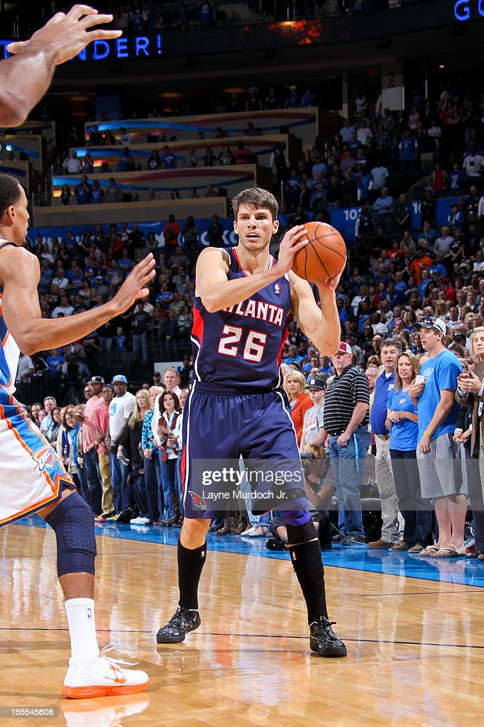 <a gi-track='captionPersonalityLinkClicked' href=/galleries/search?phrase=Kyle+Korver&family=editorial&specificpeople=202504 ng-click='$event.stopPropagation()'>Kyle Korver</a> #26 of the Atlanta Hawks looks to pass the ball against the Oklahoma City Thunder on November 4, 2012 at the Chesapeake Energy Arena in Oklahoma City, Oklahoma.