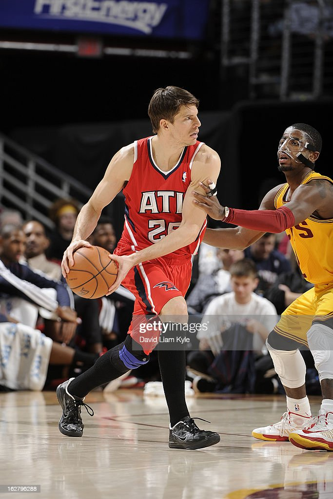 <a gi-track='captionPersonalityLinkClicked' href=/galleries/search?phrase=Kyle+Korver&family=editorial&specificpeople=202504 ng-click='$event.stopPropagation()'>Kyle Korver</a> #26 of the Atlanta Hawks looks to pass the ball against the Cleveland Cavaliers at The Quicken Loans Arena on December 28, 2012 in Cleveland, Ohio.