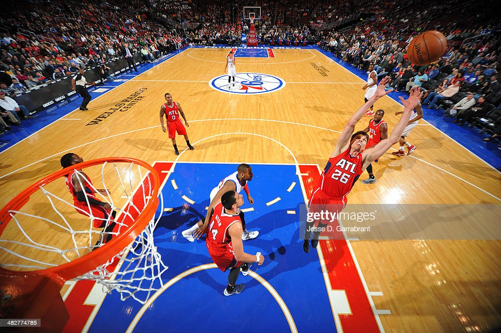 <a gi-track='captionPersonalityLinkClicked' href=/galleries/search?phrase=Kyle+Korver&family=editorial&specificpeople=202504 ng-click='$event.stopPropagation()'>Kyle Korver</a> #26 of the Atlanta Hawks rebounds against the Philadelphia 76ers at the Wells Fargo Center on January 31, 2014 in Philadelphia, Pennsylvania.