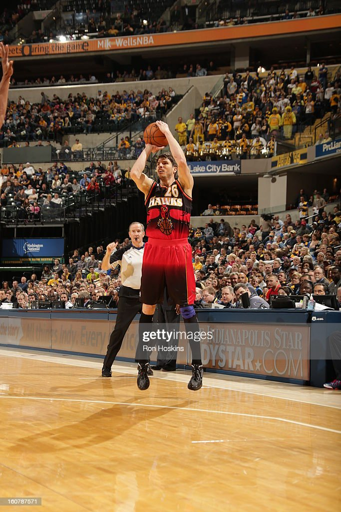 <a gi-track='captionPersonalityLinkClicked' href=/galleries/search?phrase=Kyle+Korver&family=editorial&specificpeople=202504 ng-click='$event.stopPropagation()'>Kyle Korver</a> #26 of the Atlanta Hawks shoots a wide-open three pointer against the Indiana Pacers on February 5, 2013 at Bankers Life Fieldhouse in Indianapolis, Indiana.