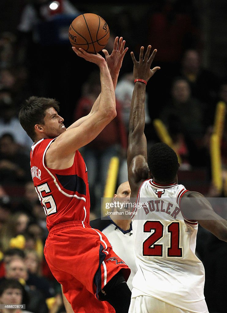Kyle Korver #26 of the Atlanta Hawks shoots over Jimmy Butler #21 of the Chicago Bulls at the United Center on February 11, 2014 in Chicago, Illinois. The Bulls defeated the Hawks 100-85.