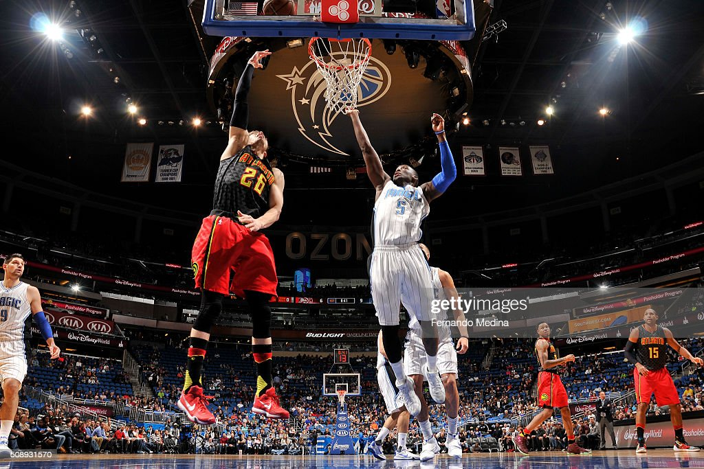 <a gi-track='captionPersonalityLinkClicked' href=/galleries/search?phrase=Kyle+Korver&family=editorial&specificpeople=202504 ng-click='$event.stopPropagation()'>Kyle Korver</a> #26 of the Atlanta Hawks shoots the ball against the Orlando Magic on February 7, 2016 at the Amway Center in Orlando, Florida.