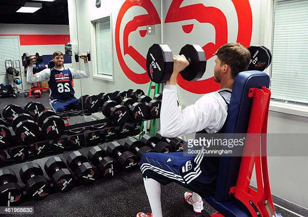Kyle Korver of the Atlanta Hawks works out after practice on January 20 2015 at Philips Arena in Atlanta Georgia NOTE TO USER User expressly...