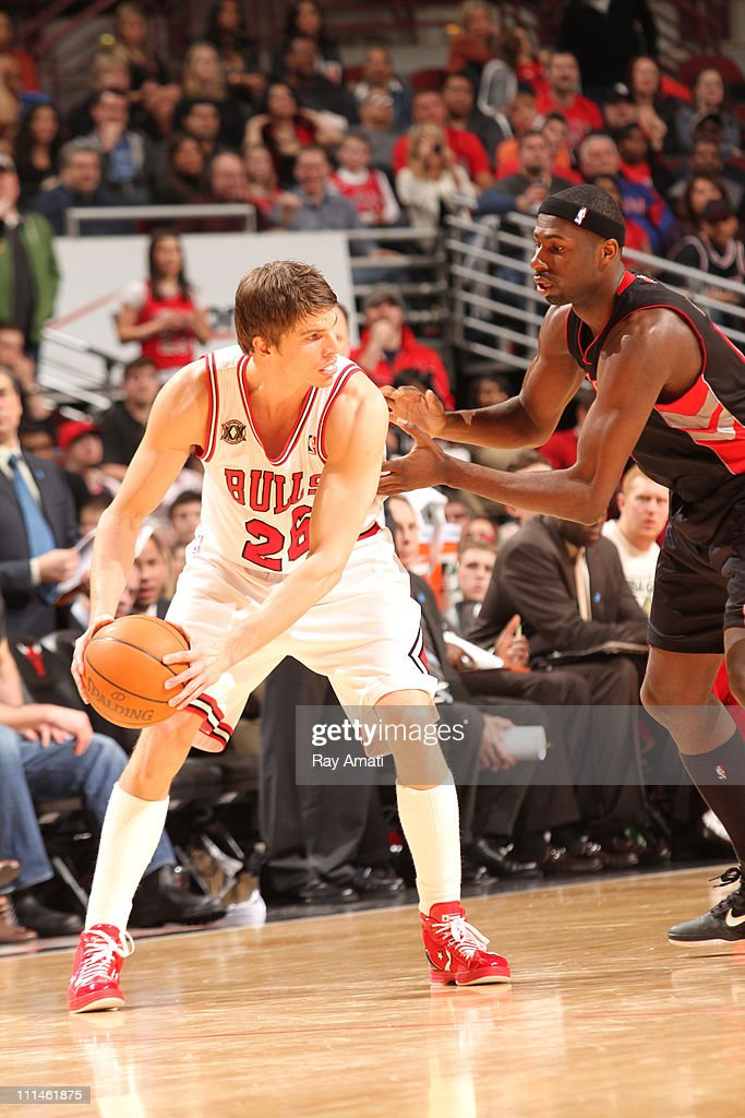 <a gi-track='captionPersonalityLinkClicked' href=/galleries/search?phrase=Kyle+Korver&family=editorial&specificpeople=202504 ng-click='$event.stopPropagation()'>Kyle Korver</a> #26 of the Chicago Bulls in action against <a gi-track='captionPersonalityLinkClicked' href=/galleries/search?phrase=Reggie+Evans&family=editorial&specificpeople=202254 ng-click='$event.stopPropagation()'>Reggie Evans</a> #30 of the Toronto Raptors on April 2, 2011 at the United Center in Chicago, Illinois.