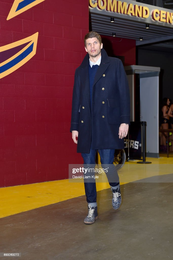 Kyle Korver #26 of the Cleveland Cavaliers arrives before the game against the Los Angeles Lakers on December 14, 2017 at Quicken Loans Arena in Cleveland, Ohio.