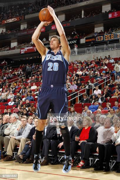 Kyle Korver of the Utah Jazz shoots a jump shot during the game against the Houston Rockets at Toyota Center on February 16 2010 in Houston Texas The...