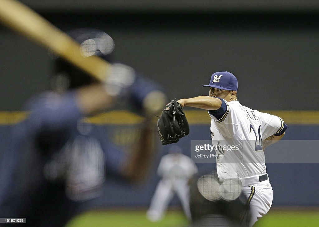 <a gi-track='captionPersonalityLinkClicked' href=/galleries/search?phrase=Kyle+Lohse&family=editorial&specificpeople=218037 ng-click='$event.stopPropagation()'>Kyle Lohse</a> #26 of the Milwaukee Brewers throws to the Atlanta Braves in the first inning of their game at Miller Park on April 1, 2014 in Milwaukee, Wisconsin.