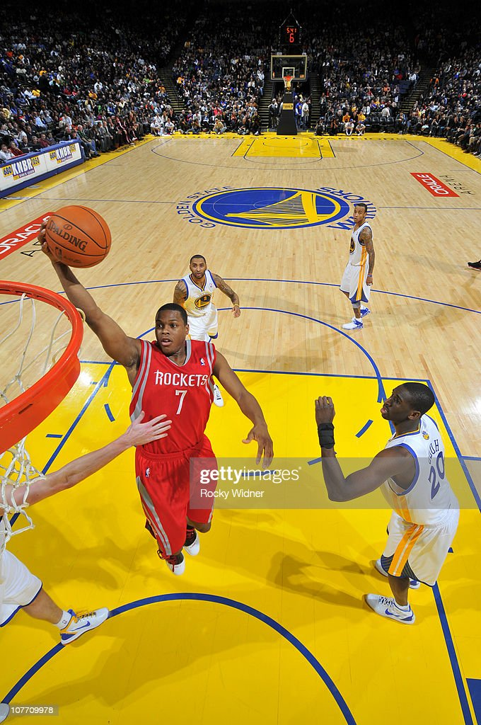 Kyle Lowry #7 of the Houston Rockets drives the ball against the Golden State Warriors on December 20, 2010 at Oracle Arena in Oakland, California.