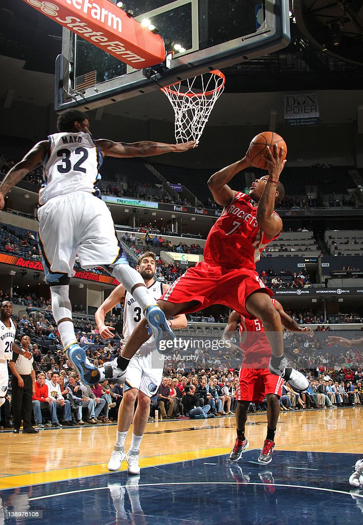 <a gi-track='captionPersonalityLinkClicked' href=/galleries/search?phrase=Kyle+Lowry&family=editorial&specificpeople=714625 ng-click='$event.stopPropagation()'>Kyle Lowry</a> #7 of the Houston Rockets shoots around <a gi-track='captionPersonalityLinkClicked' href=/galleries/search?phrase=O.J.+Mayo&family=editorial&specificpeople=2351505 ng-click='$event.stopPropagation()'>O.J. Mayo</a> #32 of the Memphis Grizzlies on February 14, 2012 at FedExForum in Memphis, Tennessee.