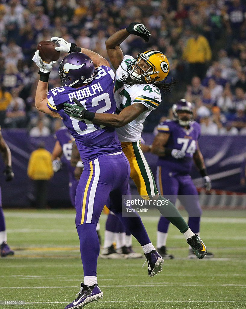 Kyle Rudolph #82 of the Minnesota Vikings makes a catch during an NFL game against the Green Bay Packers at Mall of America Field at the Hubert H. Humphrey Metrodome on October 27, 2013 in Minneapolis, Minnesota.