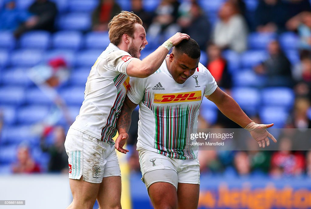 Kyle Sinckler of Harlequins celebrates with Charlie Walker of Harlequins as he scores a try during the Aviva Premiership match between London Irish and Harlequins at the Madejski Stadium on May 01, 2016 in Reading, England.