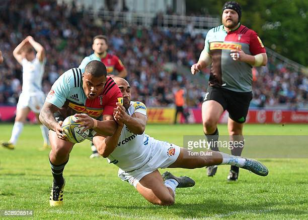 Kyle Sinckler of Harlequins scores a try during the Aviva Premiership match between Harlequins and Exeter Chiefs at Twickenham Stoop on May 7 2016 in...