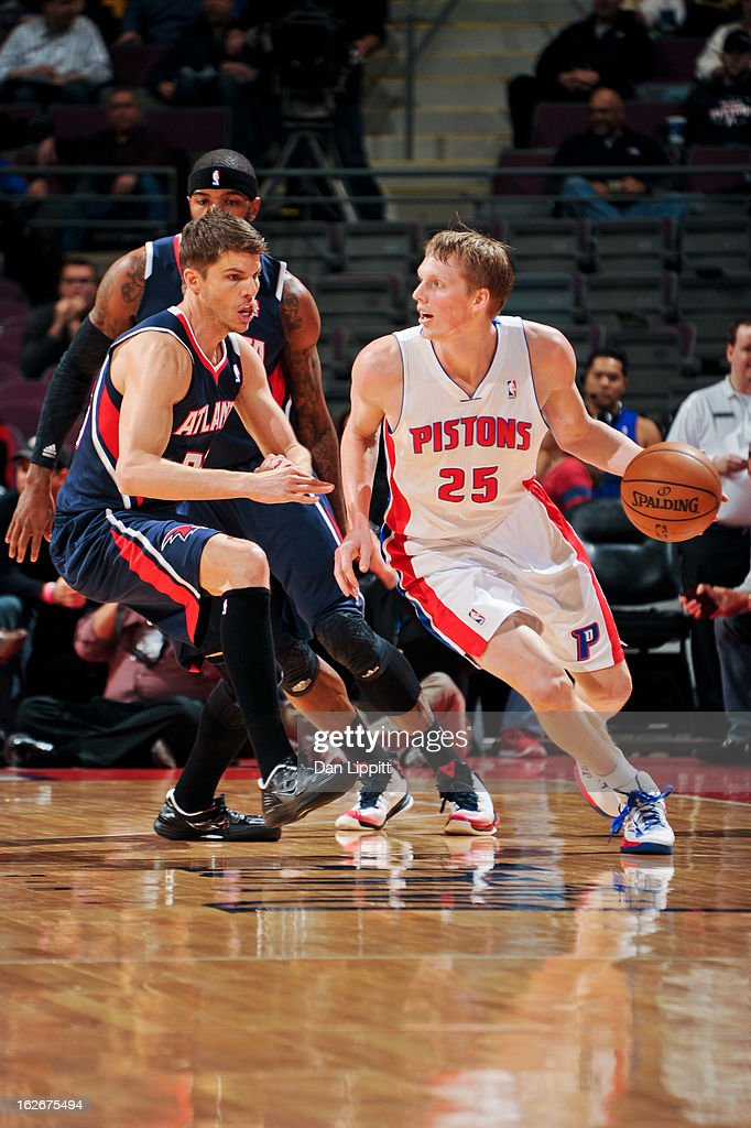 Kyle Singler #25 of the Detroit Pistons drives against Kyle Korver #26 of the Atlanta Hawks on February 25, 2013 at The Palace of Auburn Hills in Auburn Hills, Michigan.