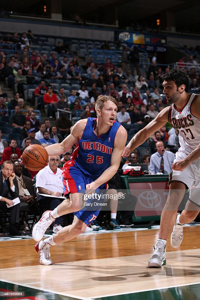 <a gi-track='captionPersonalityLinkClicked' href=/galleries/search?phrase=Kyle+Singler&family=editorial&specificpeople=4216029 ng-click='$event.stopPropagation()'>Kyle Singler</a> #25 of the Detroit Pistons drives to the basket against the Milwaukee Bucks on December 4, 2013 at the BMO Harris Bradley Center in Milwaukee, Wisconsin.