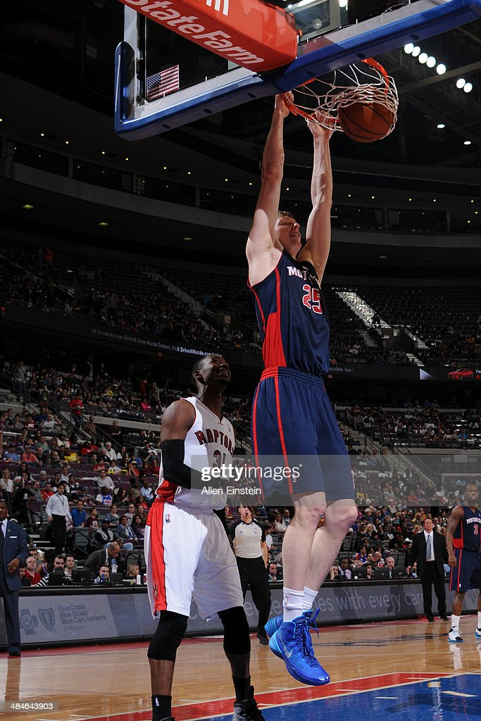 Kyle Singler #25 of the Detroit Pistons dunks against the Toronto Raptors on April 13, 2014 at The Palace of Auburn Hills in Auburn Hills, Michigan.